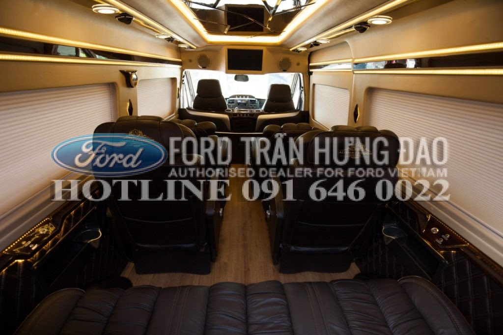 Ford Transit Limousine trung cap 2017